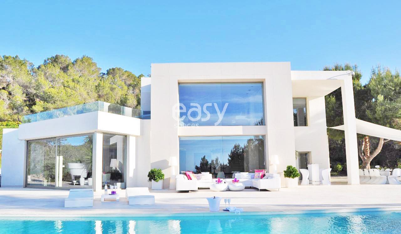 Maison contemporaine espagne maison moderne for Modele de maison moderne en tunisie