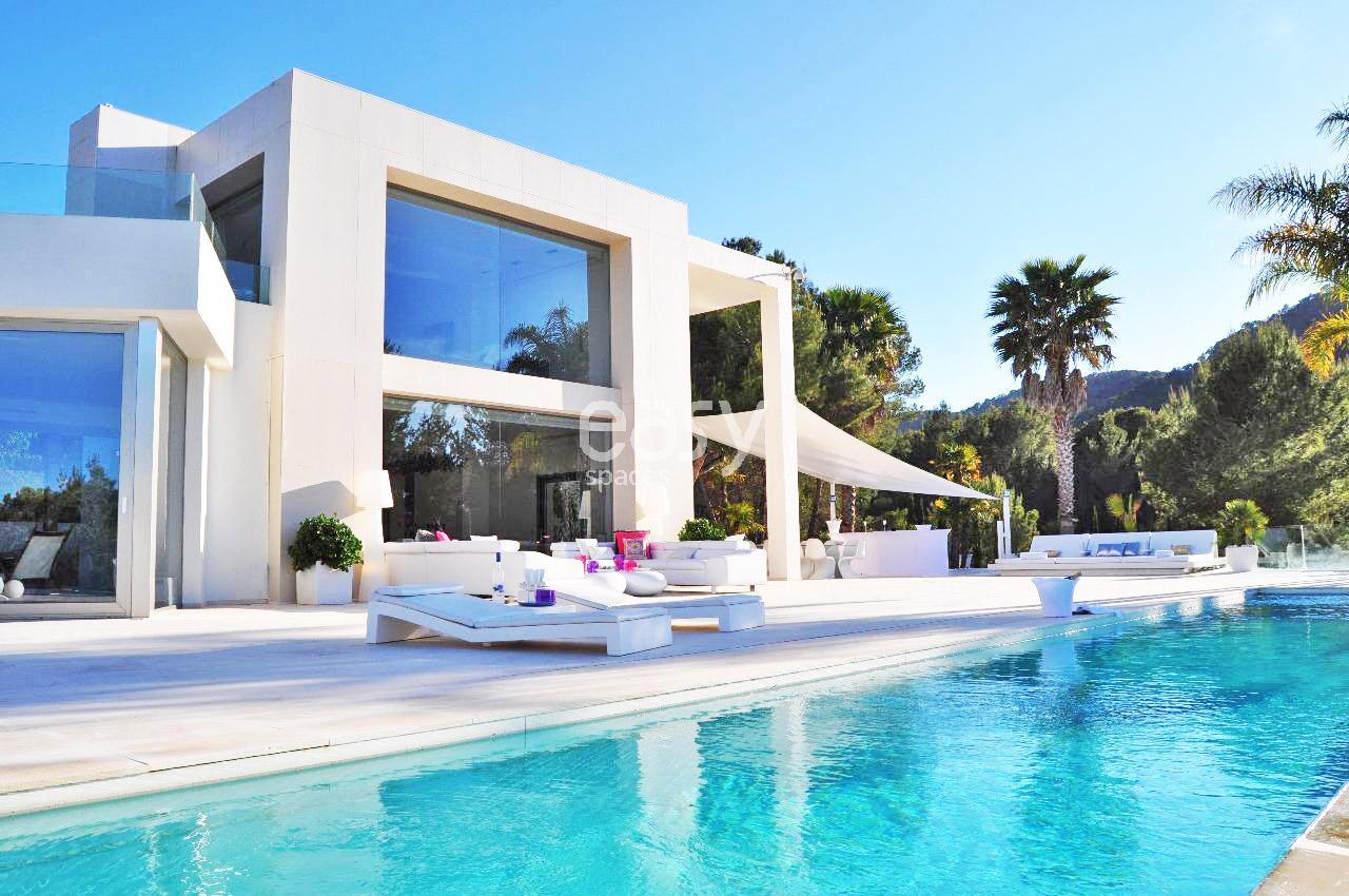 Louer une villa contemporaine avec piscine pour photos - Villa a louer en espagne avec piscine ...
