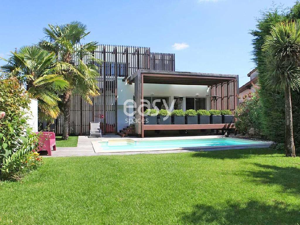 Louer une maison moderne avec piscine pour photos for Location de maison bordeaux