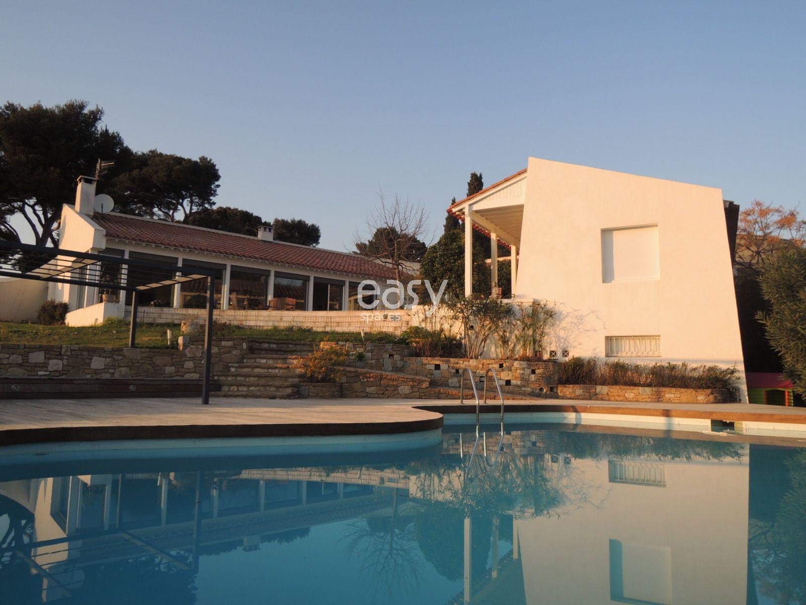 Location villa avec piscine pour production photo et for Maison a louer a marseille avec piscine