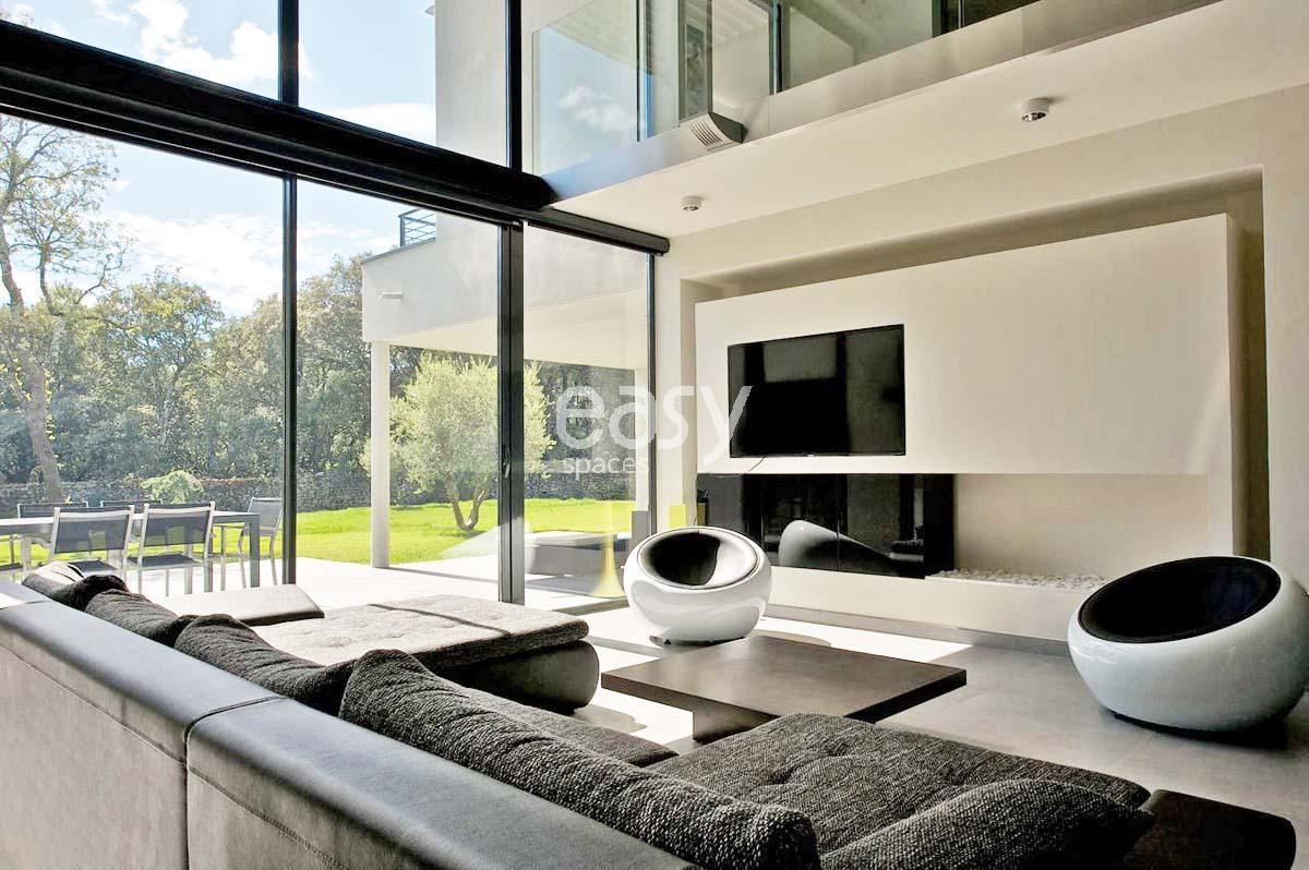 Maison contemporaine nimes avie home for Constructeur maison nimes