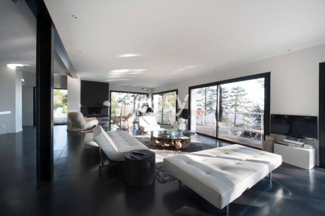 Maison contemporaine pour photos tournages et lancement de produit lyon lieux - Espace atypique lyon ...