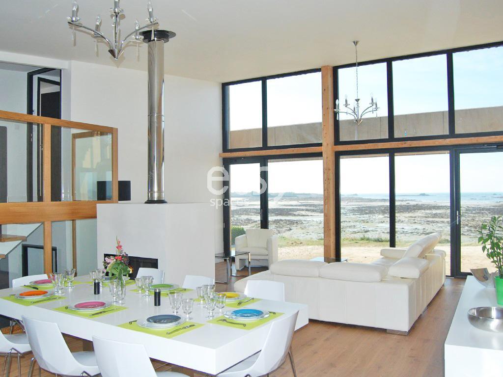 Maison contemporaine bord de mer louer pour photos et for Achat maison bord de mer bretagne sud