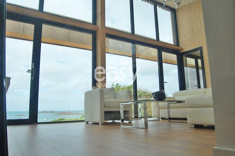 Maison contemporaine bord de mer louer pour photos et for Achat maison bretagne bord de mer