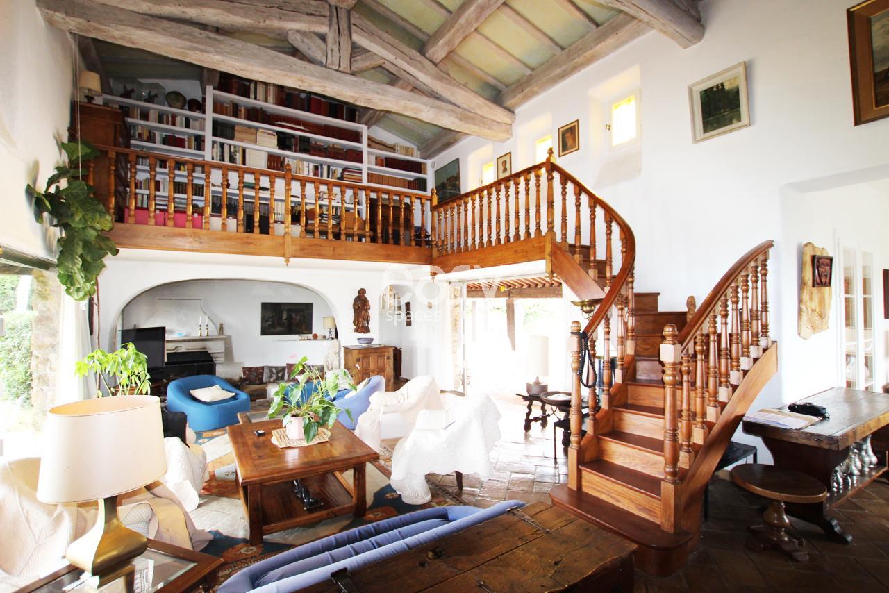 Location maison proven ale pour production photographique et tournage cannes lieux lieu louer for Decoration interieur maison provencale