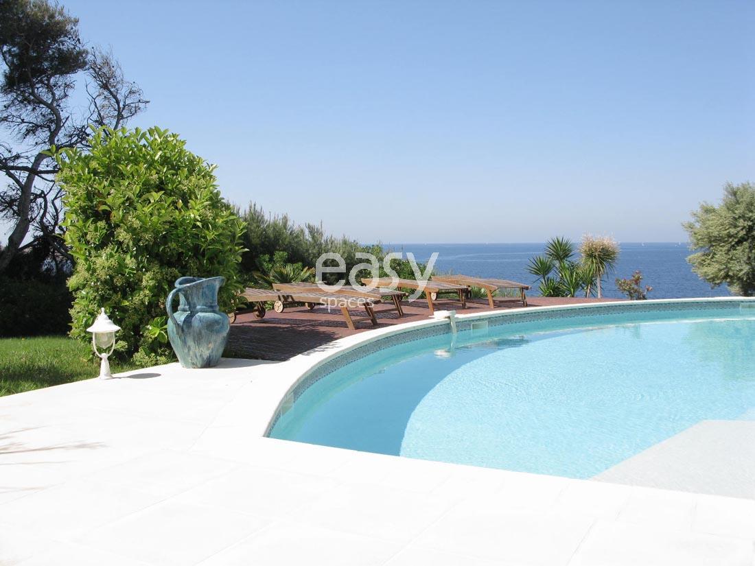 Location villa avec piscine vue mer port priv pour photos tournages pr s de toulon lieux lieu - Piscine debordement mer toulon ...