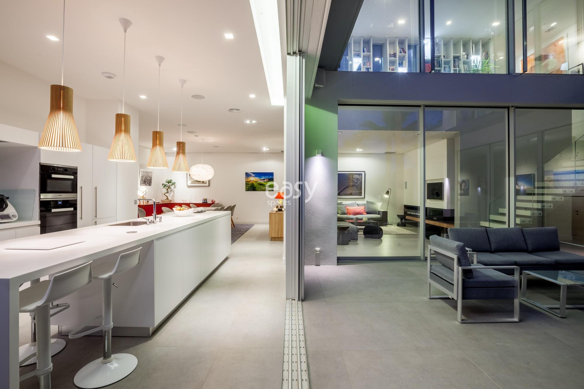Maison contemporaine pour shooting et tournage aix en for Maison moderne 250m2