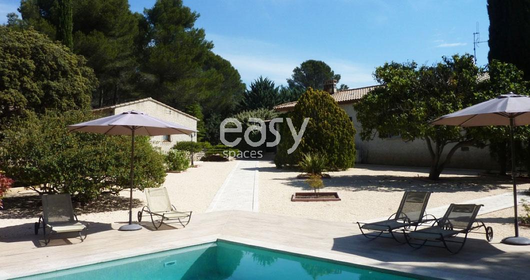 Louer une maison de charme avec piscine pour prises de vues et tournages dans le luberon lieux - Location maison pour film tournage ...