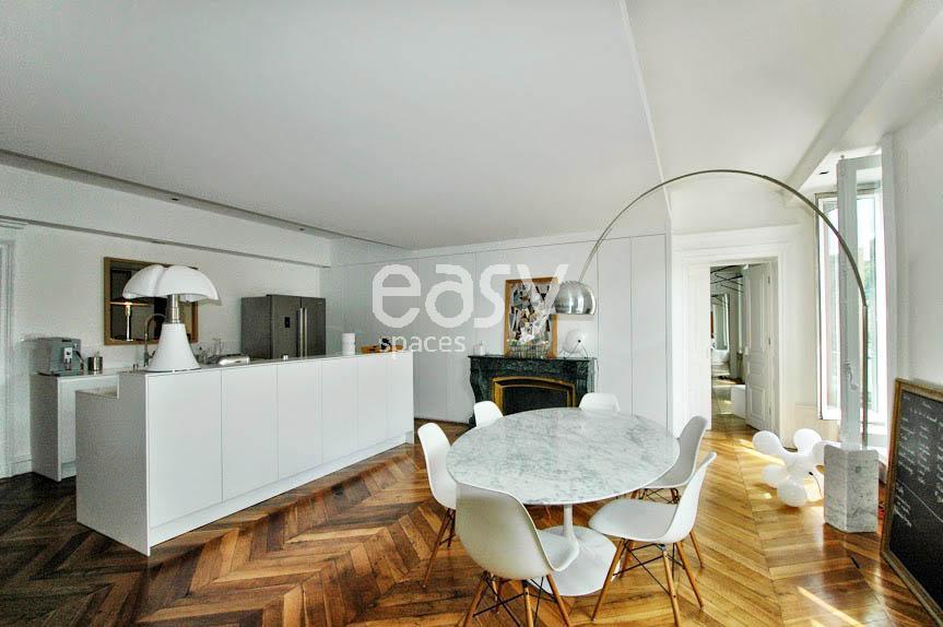 louer un appartement de type haussmannien avec parquet et. Black Bedroom Furniture Sets. Home Design Ideas