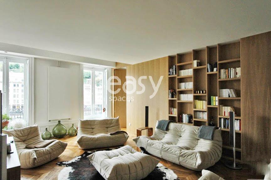 Louer un appartement de type haussmannien avec parquet et moulures pour photo - Moulure appartement haussmannien ...