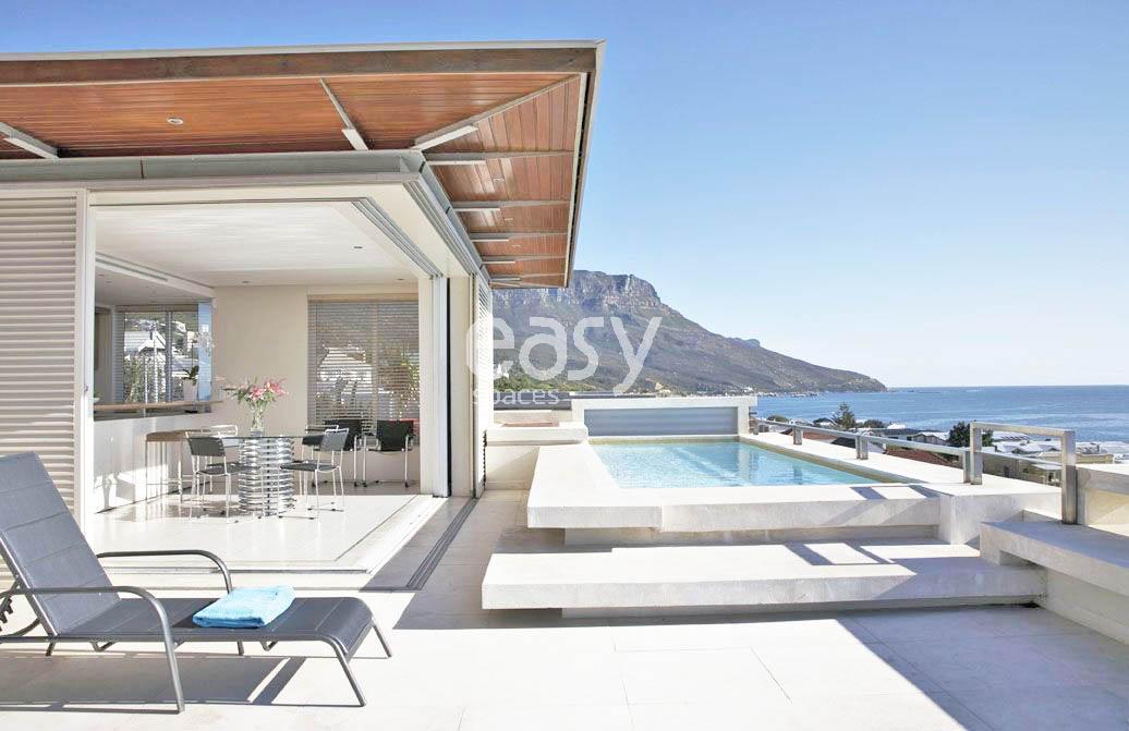 Louer une maison moderne avec piscine et vue mer pour for Acheter une maison sud de la france