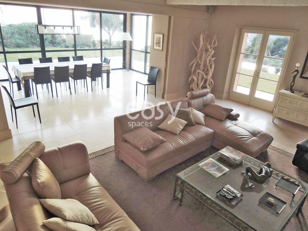 villa vue mer pour tournage marseille lieux lieu louer pour tournage dans le sud de la france. Black Bedroom Furniture Sets. Home Design Ideas