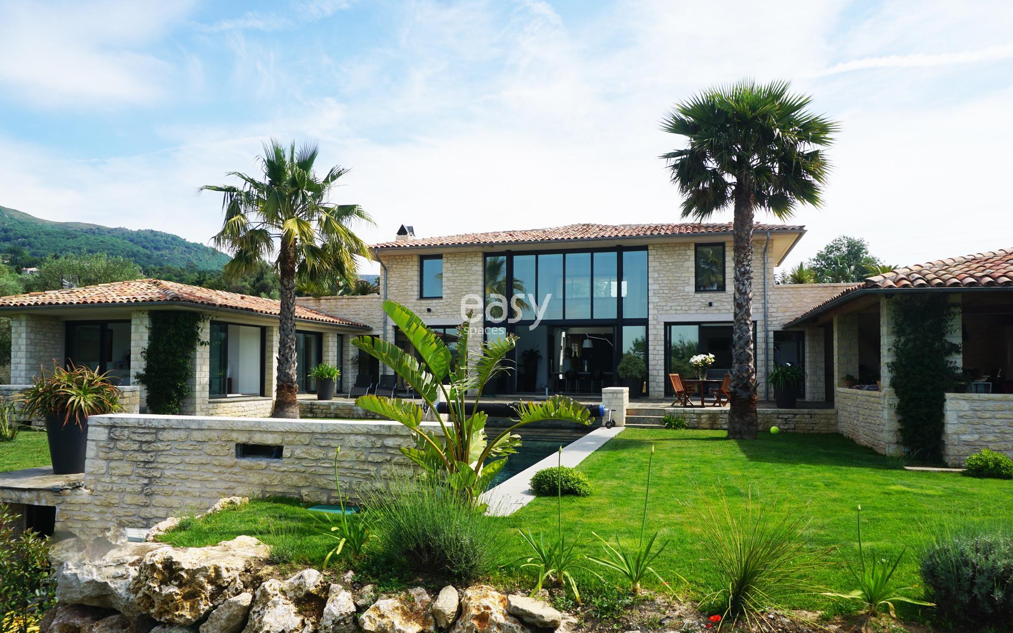 louer sa maison pour tournage louer une villa moderne pour v nements photos et louer une. Black Bedroom Furniture Sets. Home Design Ideas