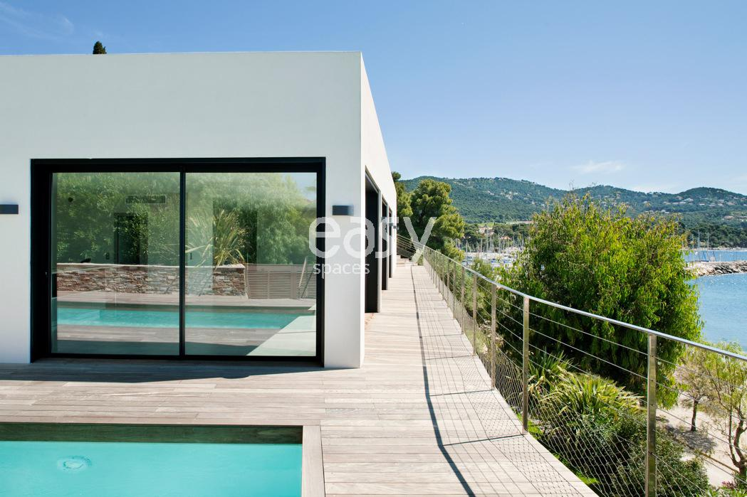 Louer une maison contemporaine acc s direct plage pour for Decor de france hyeres