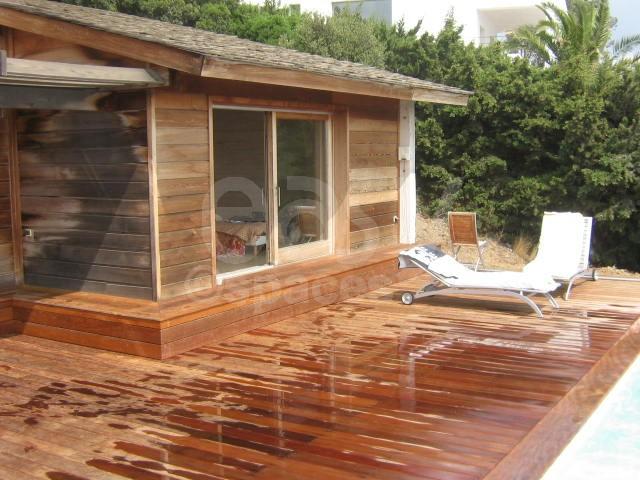 Maison pour tournages et production photo saint tropez for Autoconstruction piscine bois