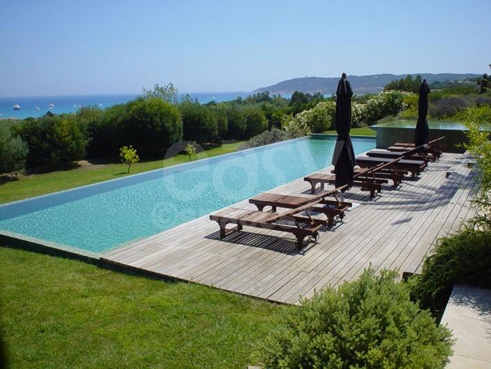 Location villa avec piscine vue mer pour photos tournages saint tropez lieux lieu louer pour Maison moderne cotedazur