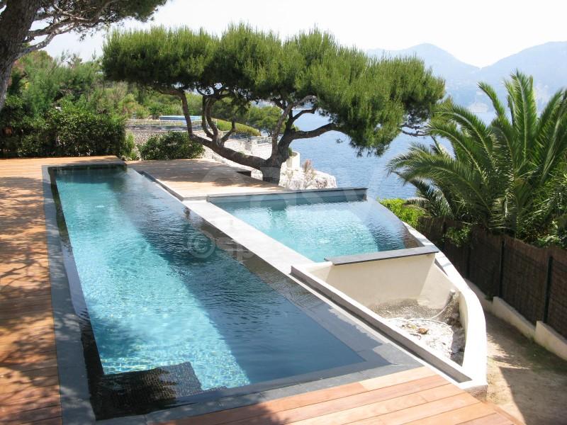Location villa pied dans l 39 eau avec piscine pour tournages for Piscine marseille