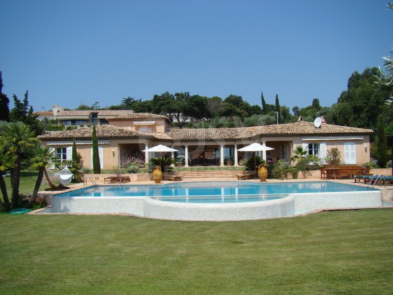 Location villa vue mer avec piscine d bordement pour for Villa piscine sud france