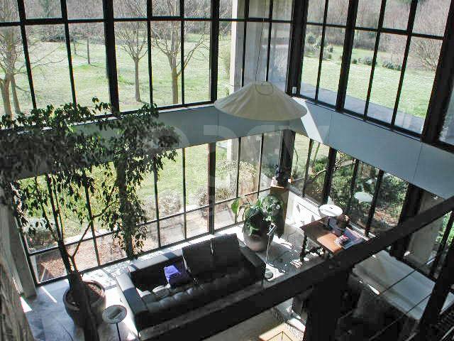 Location villa d 39 architecte avec piscine et jardin en pleine campagne pou - Atelier d artiste a louer ...