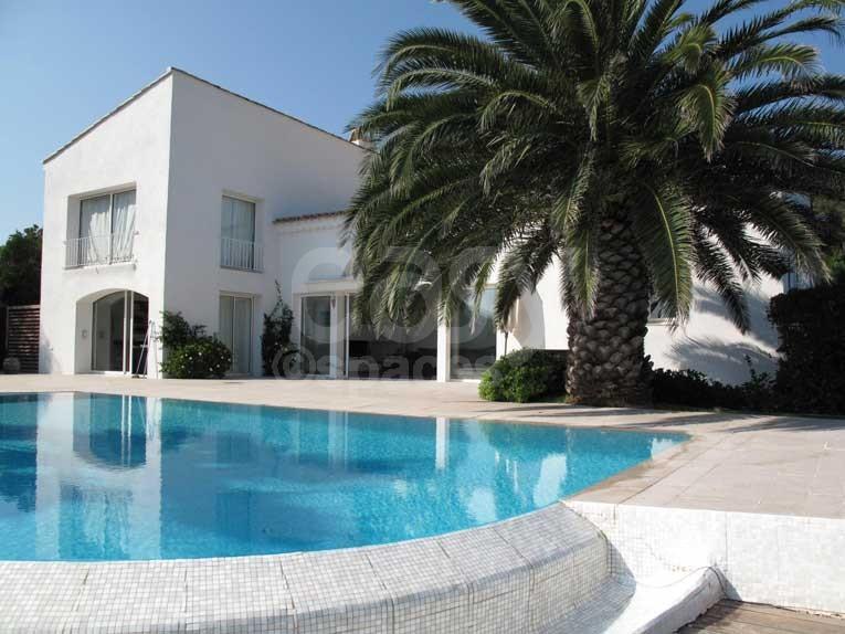 location maison moderne avec piscine vue mer pour tournages photos ...