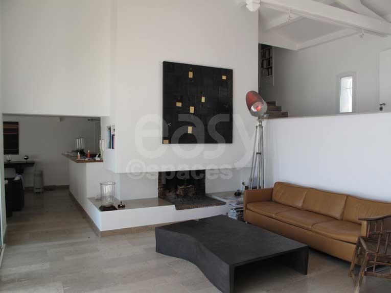 Location maison moderne avec piscine vue mer pour for Sejour salon moderne