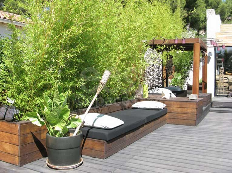 terrasse bois avec bambou diverses id es de conception de patio en bois pour. Black Bedroom Furniture Sets. Home Design Ideas