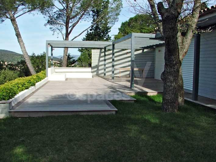 Location maison en bois avec piscine pour production photo for Location maison dans le sud avec piscine