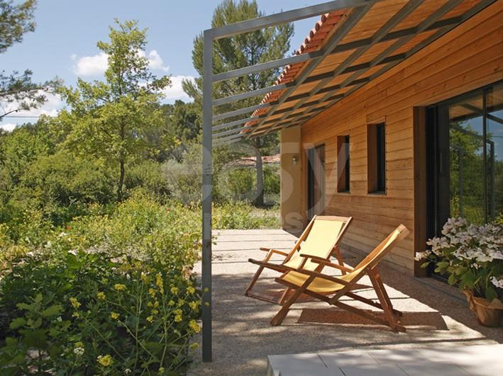 Location maison en bois avec piscine pour tournages photos Lubéron Lieux Lieu