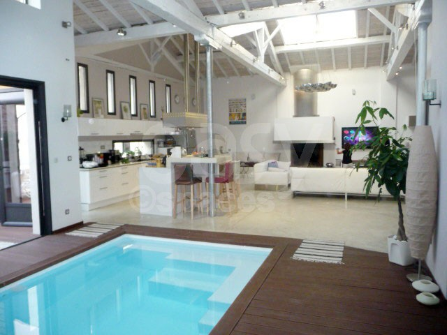 Location de maison type loft pour tournages productions for Maison piscine interieure location
