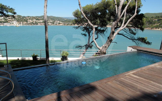 Location villa pour photos et tournages vue mer toulon for Villa piscine sud france