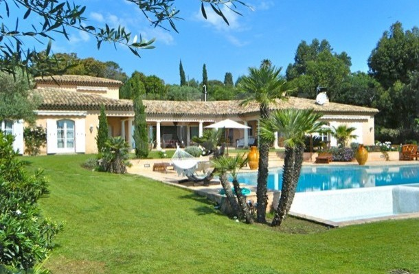Location villa evenement for Camping saint tropez avec piscine