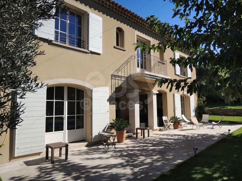 louer sa maison pour film affordable awesome villa la. Black Bedroom Furniture Sets. Home Design Ideas