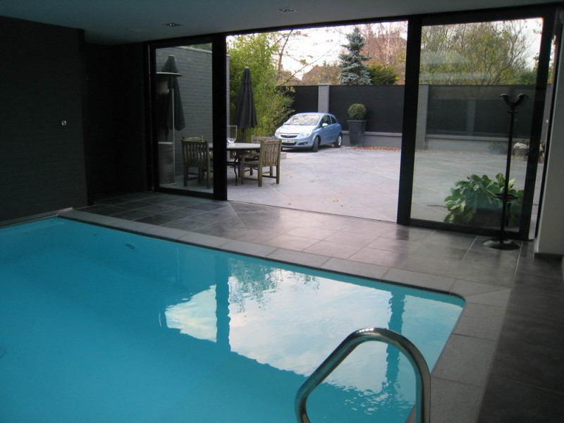 maison avec piscine intérieure pour shooting photo