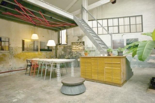 Nous louons un décor type Loft industriel sur Marseille