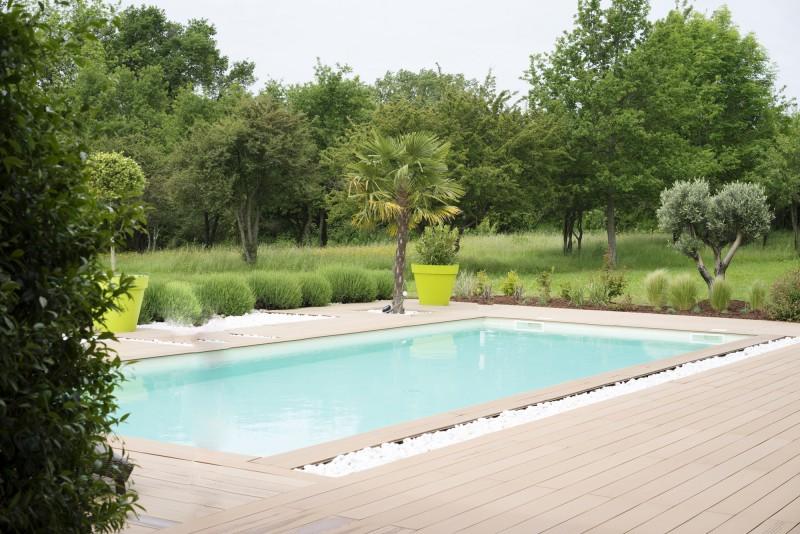 Décor avec piscine pour lancement de produit lyon