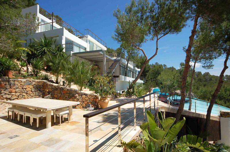 louer une villa ultra contemporaine vue mer pour photos, tournages et événements pro, IBIZA