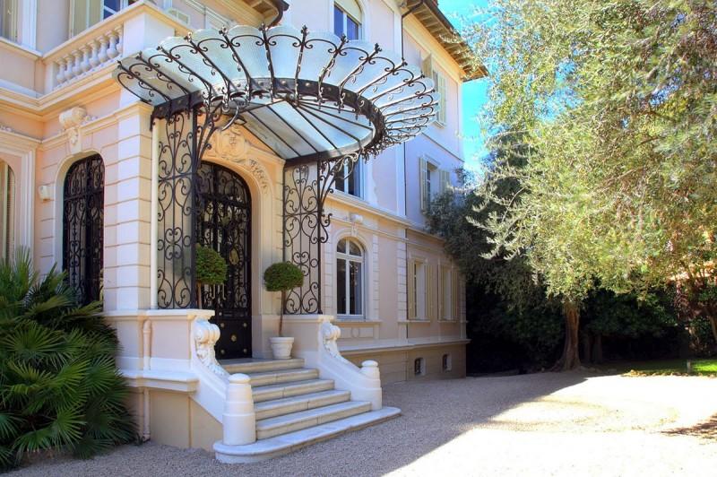 location de décors avec piscine pour tournages de films dans le sud de la France Cannes