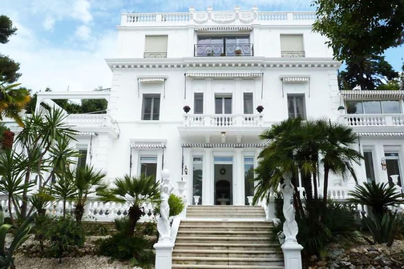 agence de lieux pour la télévision, Cannes