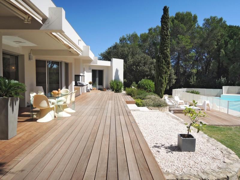Location villa d'architecte avec de grands espaces dans le Sud de la France