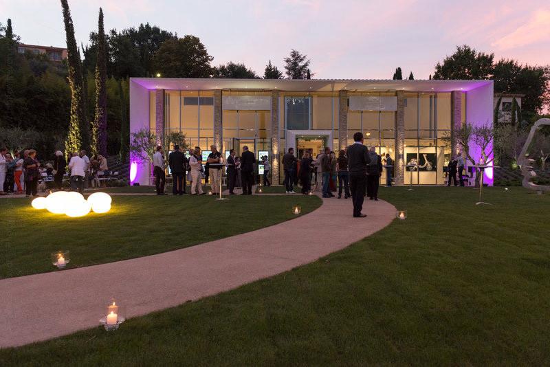 Décor type galerie d'art pour tournage, Cannes, paca