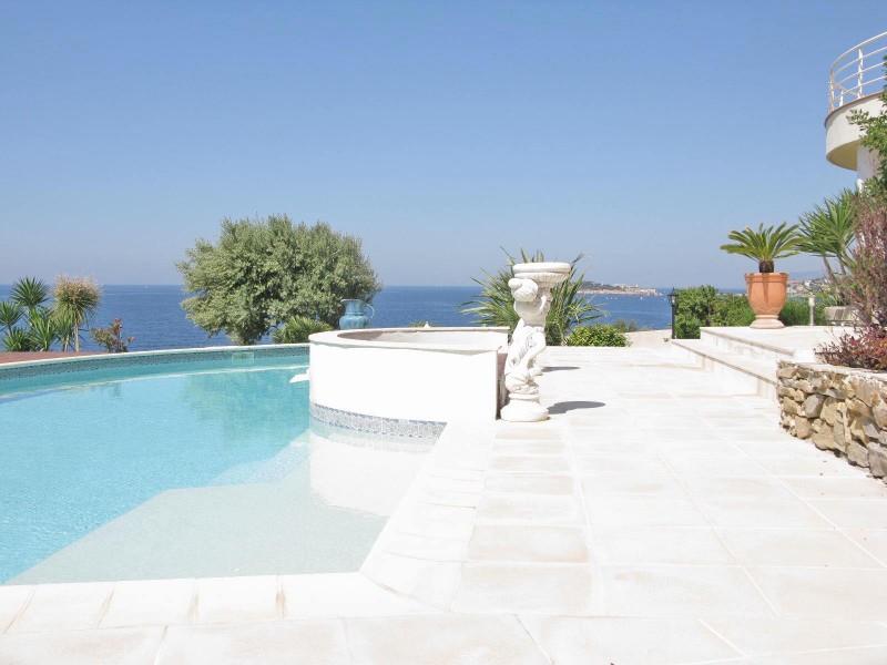 Louer une maison moderne avec vue mer pour photo ou tournage