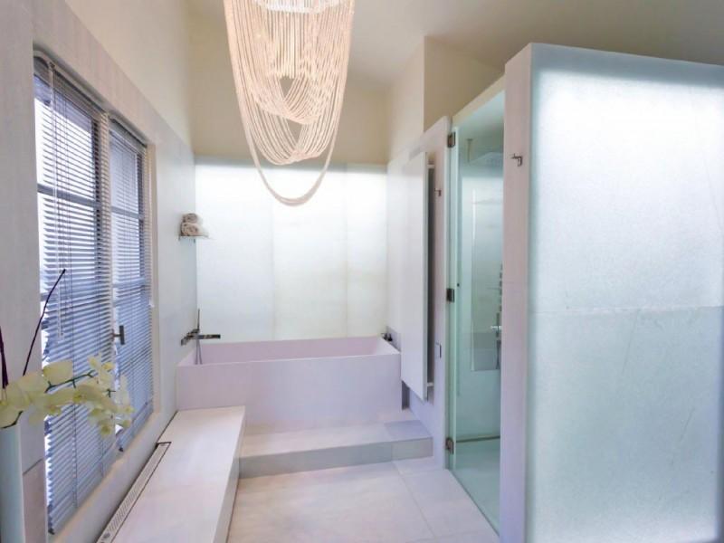 loft contemporain avec jardin pour lancement de produit