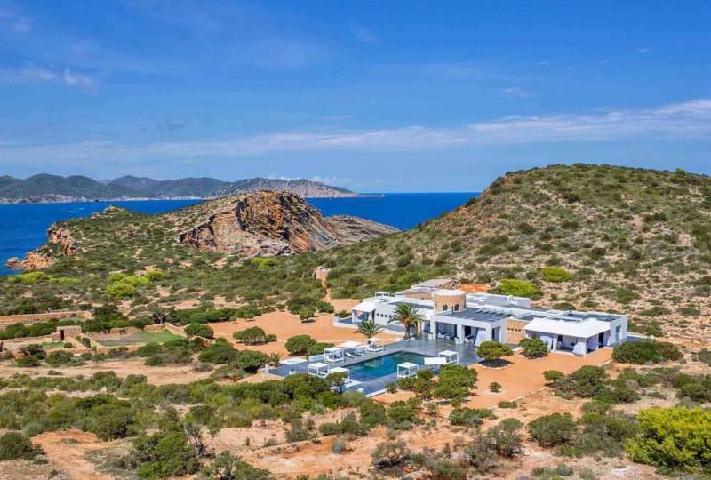 Louer une villa ultra contemporaine vue mer pour photos et tournages à Ibiza