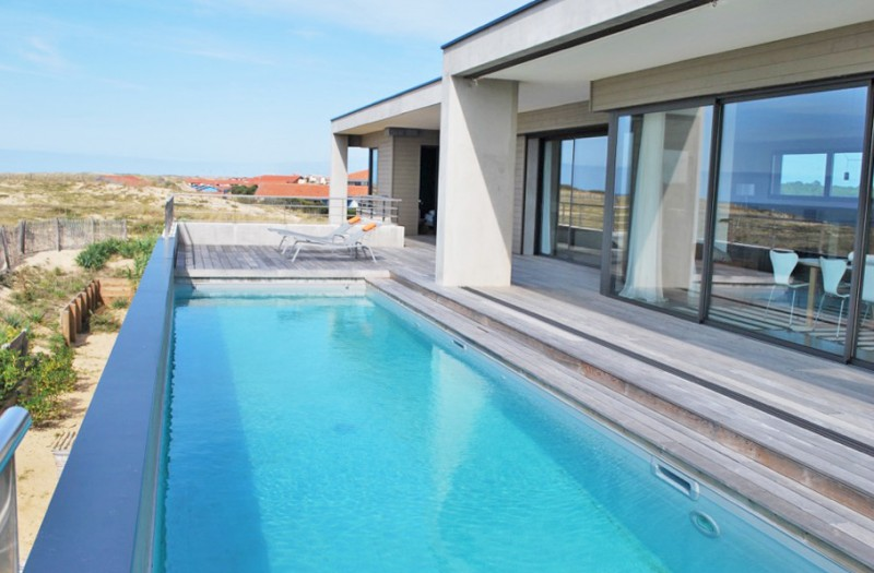 piscine vue mer pour photo