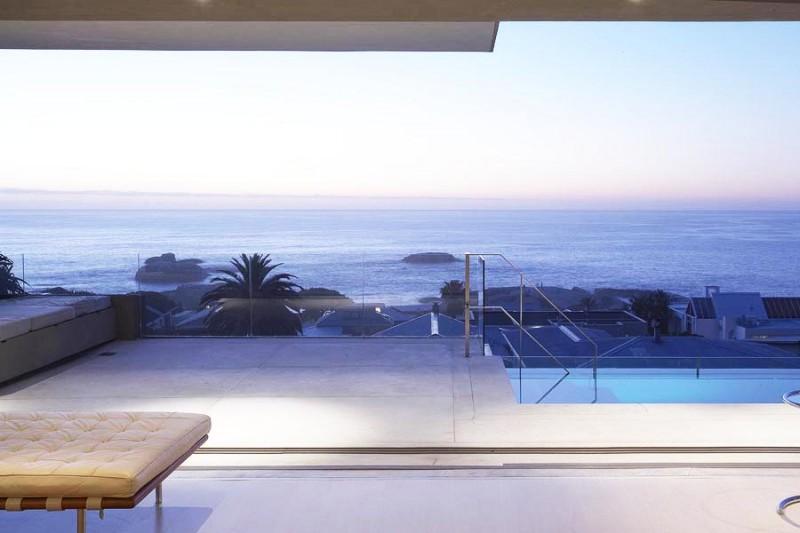 Où trouver une villa contemporaine avec vue mer pour prises de vues photos à l'étranger?