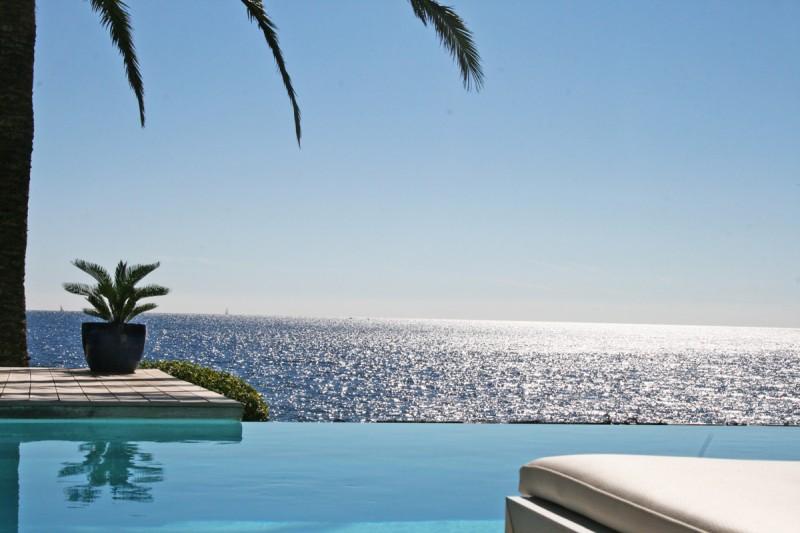 Maison avec piscine vue mer sur la côte d'azur