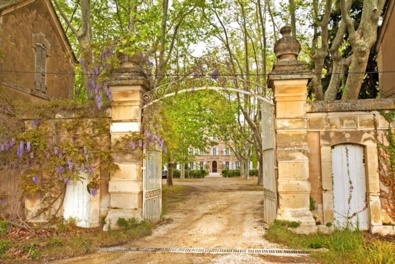 Chateau à louer pour photos et tournages Saint-Remy-de-Provence