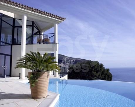 cherche une société qui loue des lieux pour prises de vues sur Monaco