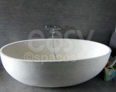 salle de bain avec baignoire design villa moderne à louer aix en provence