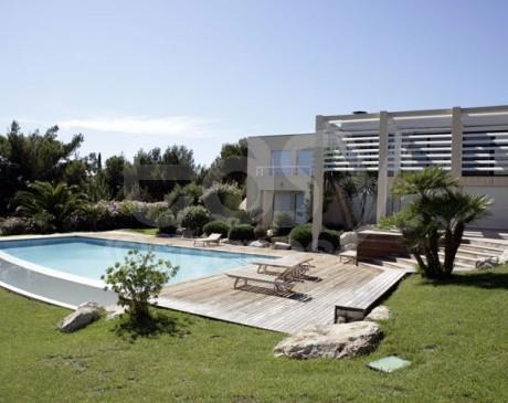location de maison moderne avec piscine vue mer pour tournages et productions photos marseille saint-cyr la ciotat